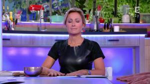 Anne-Sophie Lapix dans C à Vous - 04/10/16 - 17
