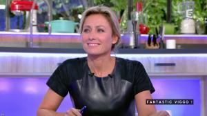 Anne-Sophie Lapix dans C à Vous - 04/10/16 - 42