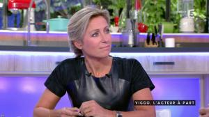 Anne-Sophie Lapix dans C à Vous - 04/10/16 - 47