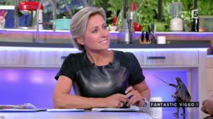 Anne-Sophie Lapix dans C à Vous - 04/10/16 - 56