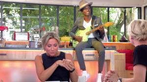 Anne-Sophie Lapix dans C à Vous - 21/06/17 - 01
