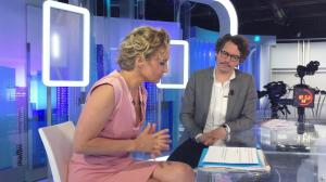 Caroline Roux dans un Bonus de C dans l'Air - 07/06/17 - 06