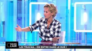 Caroline Roux dans C dans l'Air - 22/08/17 - 06