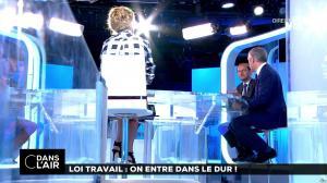 Caroline Roux dans C dans l'Air - 22/08/17 - 07