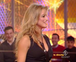 Lola Ponce dans Mai Dire Grande Fratello Show - 03/03/09 - 08