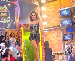 Lola Ponce dans Mai Dire Grande Fratello Show - 10/03/09 - 01