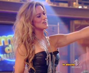 Lola Ponce dans Mai Dire Grande Fratello Show - 10/03/09 - 04