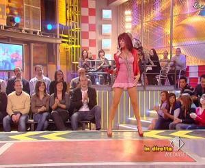Lola Ponce dans Mai Dire Grande Fratello Show - 10/03/09 - 20
