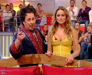 Lola Ponce dans Mai Dire Grande Fratello Show - 14/04/09 - 06