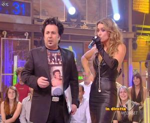 Lola Ponce dans Mai Dire Grande Fratello Show - 14/04/09 - 11
