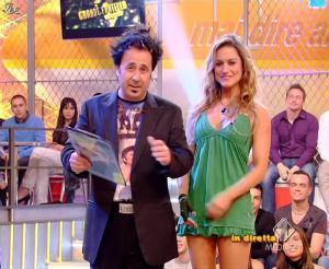 Lola Ponce dans Mai Dire Grande Fratello Show - 14/04/09 - 13