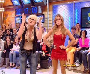 Lola Ponce dans Mai Dire Grande Fratello Show - 17/03/09 - 02