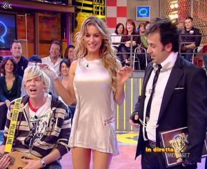 Lola Ponce dans Mai Dire Grande Fratello Show - 21/04/09 - 02