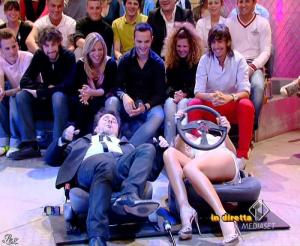 Lola Ponce dans Mai Dire Grande Fratello Show - 21/04/09 - 06