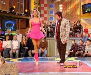 Lola Ponce dans Mai Dire Grande Fratello Show - 28/04/09 - 02