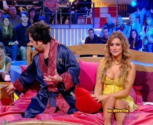Lola Ponce dans Mai Dire Grande Fratello Show - 28/04/09 - 09