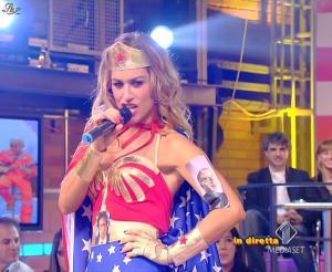 Lola Ponce dans Mai Dire Grande Fratello Show - 28/04/09 - 19