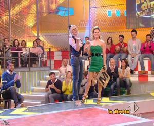 Lola Ponce dans Mai Dire Grande Fratello Show - 31/03/09 - 01