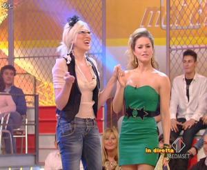Lola Ponce dans Mai Dire Grande Fratello Show - 31/03/09 - 02
