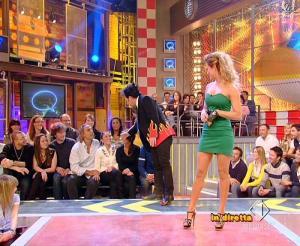 Lola Ponce dans Mai Dire Grande Fratello Show - 31/03/09 - 04