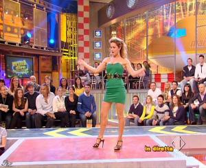 Lola Ponce dans Mai Dire Grande Fratello Show - 31/03/09 - 05