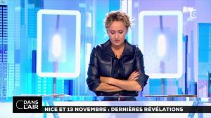 Caroline Roux dans C dans l'Air - 06/10/16 - 23