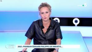 Caroline Roux dans C dans l'Air - 11/10/21 - 02