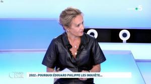 Caroline Roux dans C dans l'Air - 11/10/21 - 06