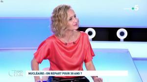 Caroline Roux dans C dans l'Air - 12/10/21 - 06