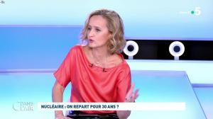 Caroline Roux dans C dans l'Air - 12/10/21 - 12