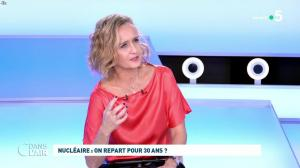 Caroline Roux dans C dans l'Air - 12/10/21 - 20