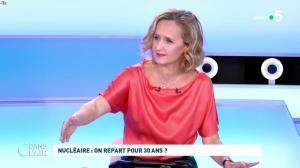 Caroline Roux dans C dans l'Air - 12/10/21 - 55