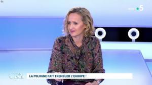 Caroline Roux dans C dans l'Air - 21/10/21 - 02