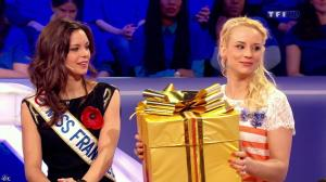 Elodie Gossuin et Marine Lorphelin dans Tout le Monde Aime la France - 31/05/13 - 22