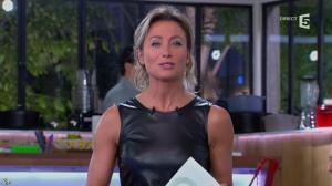 Anne-Sophie Lapix dans C à Vous - 14/10/13 - 026
