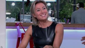 Anne-Sophie Lapix dans C à Vous - 14/10/13 - 051