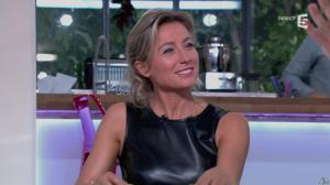 Anne-Sophie Lapix dans C à Vous - 14/10/13 - 054