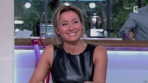 Anne-Sophie Lapix dans C à Vous - 14/10/13 - 055