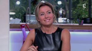 Anne-Sophie Lapix dans C à Vous - 14/10/13 - 062