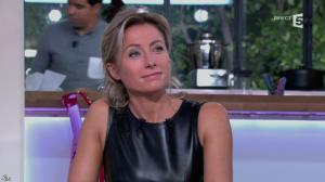 Anne-Sophie Lapix dans C à Vous - 14/10/13 - 070
