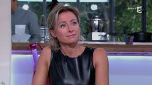 Anne-Sophie Lapix dans C à Vous - 14/10/13 - 071