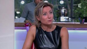Anne-Sophie Lapix dans C à Vous - 14/10/13 - 086
