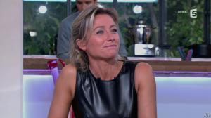 Anne-Sophie Lapix dans C à Vous - 14/10/13 - 093