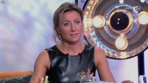 Anne-Sophie Lapix dans C à Vous - 14/10/13 - 143