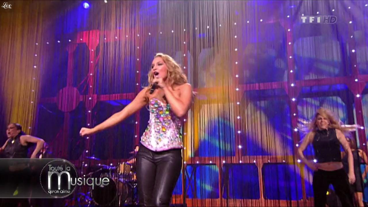 Agnes dans Toute La Musique qu'On Aime. Diffusé à la télévision le 07/08/10.