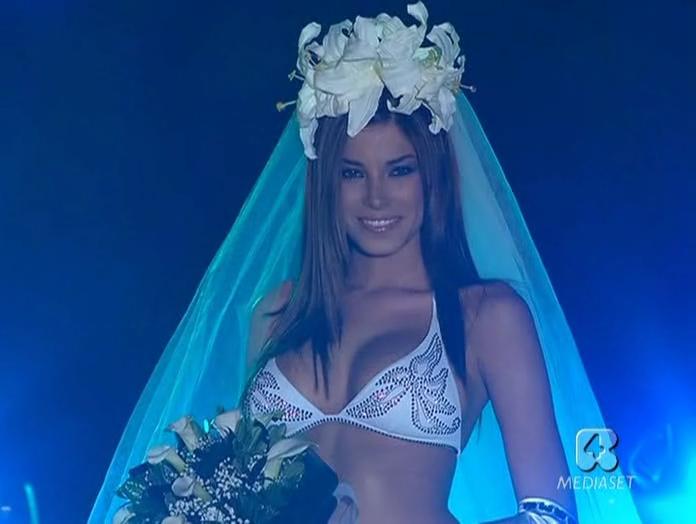 Aida Yespica et Sfilata Di Moda dans 5 1