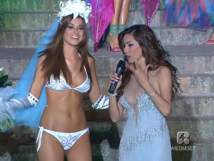Aida YespiÇa et Sfilata Di Moda dans 5 4