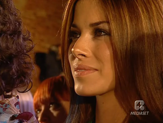 Aida YespiÇa dans Sfilata Di Moda. Diffusé à la télévision le 06/06/05.