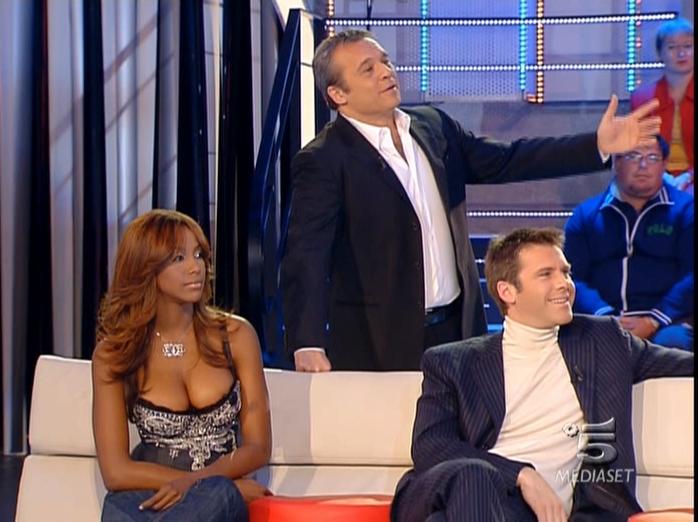 Ainett Stephens dans Scherzi à Parte. Diffusé à la télévision le 02/02/07.