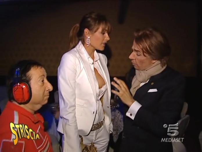 Alena Seredova dans Striscia La Notizia. Diffusé à la télévision le 16/05/05.